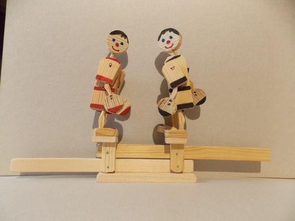 Дървена играчка - боксьори