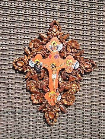Кръст с резба
