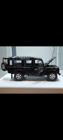 Macheta scara 1:18 Land Rover Defender 110