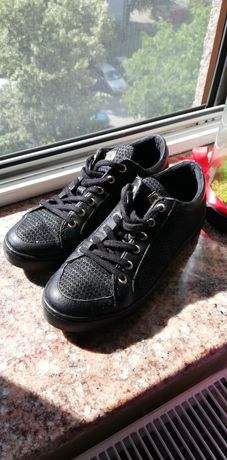 Guess sneakers 37 impecabili