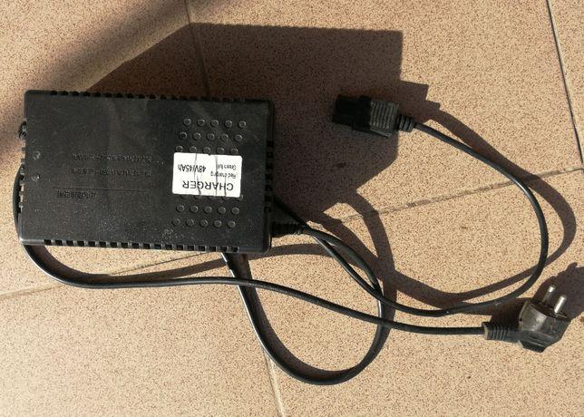 Incarcator triciclu electric 5 persoane baterii plumb gel 48v/45A