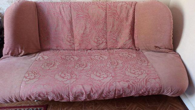 Продам диван за 3000 тенге.