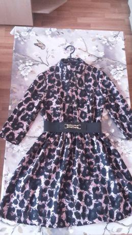 Продавам елегантна рокля