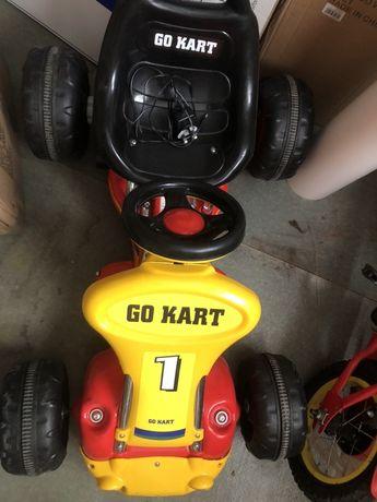 Продавам детска  акумулаторна количка