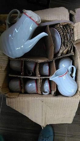 Старинен ретро порцеланов нов сервиз за кафе или чай