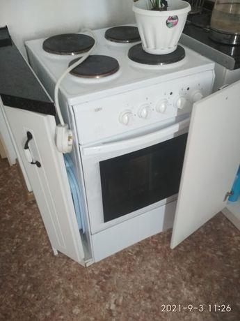 Продам электрическую плиту срочно