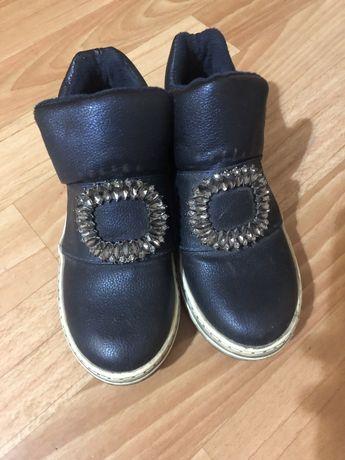 Отдам даром обувь