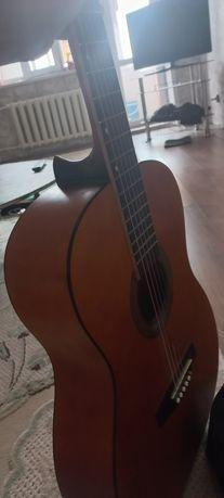 Гитара продаю 6 струны нет с чехлом