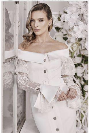 Rochie cu mâneci de dantelă