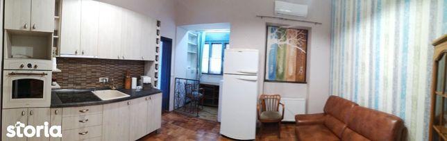 Oferim spre vanzare apartament cu 3 camere renovat in zona centrala