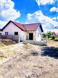 Casa parter individuala la cheie Sanmihaiu roman