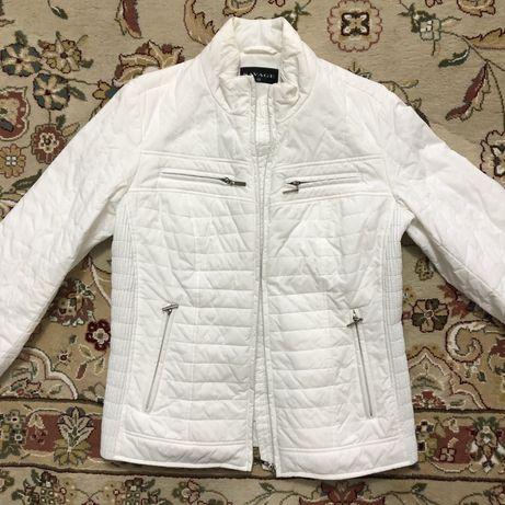 Куртка Savage,белая,б/у в хорошем состоянии,размер 46. Цена 10000