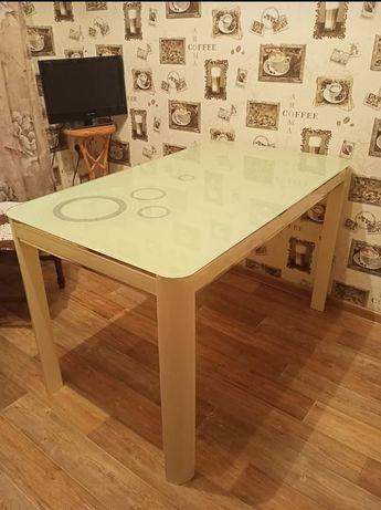 Продам стеклянный стол .