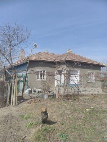 Къща с двор в с. Косара