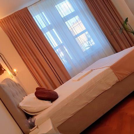 Apartament 2 dormitoare , 2 bai si o bucatarie  cu loc de luat masa