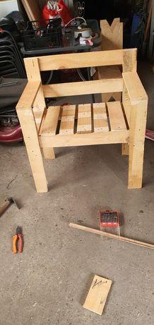 Стол от палети тип кресло