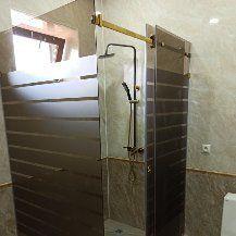 Душ кабина,  душ перегародка от колённый стекло.
