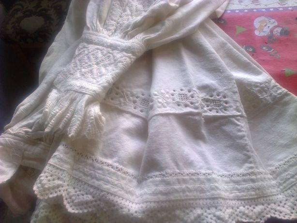 Costume populare originale de femei si camasi barbatesti