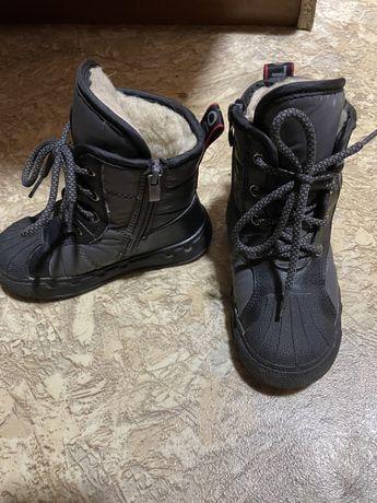 Продам детские демисизонные ботинки