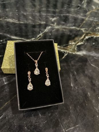 Cercei si pandantiv placate cu aur si swarovski culoare diamant