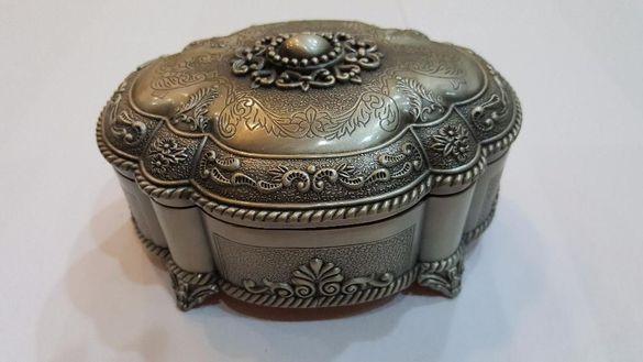 БЕЗПЛАТНА ДОСТАВКА! Метална кутия за бижута Него, овална,правоъгълна