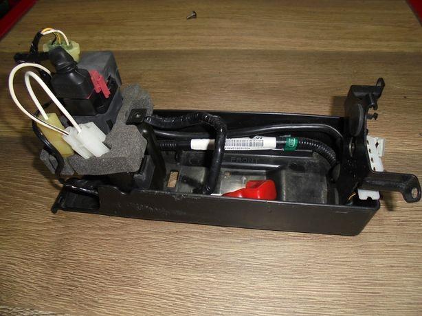 Vând suport complet pentru baterie Kawasaki zx 12r 2000-2006