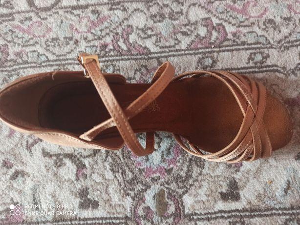 Туфли для спортивно- бальных танцев