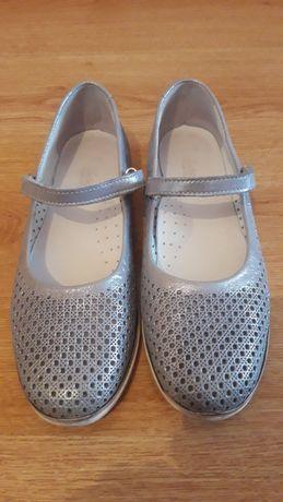 Продам школьные туфли производство Турции