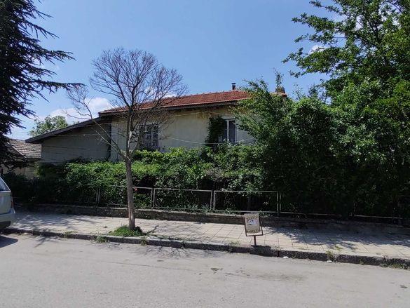 """Двуетажна къща за продажба на 4 км. от плажовете на к.к. """"АЛБЕНА"""""""