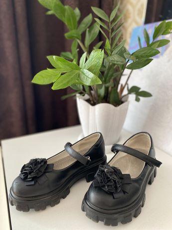 Обувь на девочку, туфельки и кросовки, размер 31