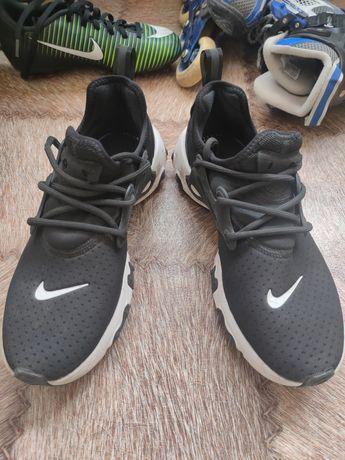 Новые Черные кроссовки от Nike