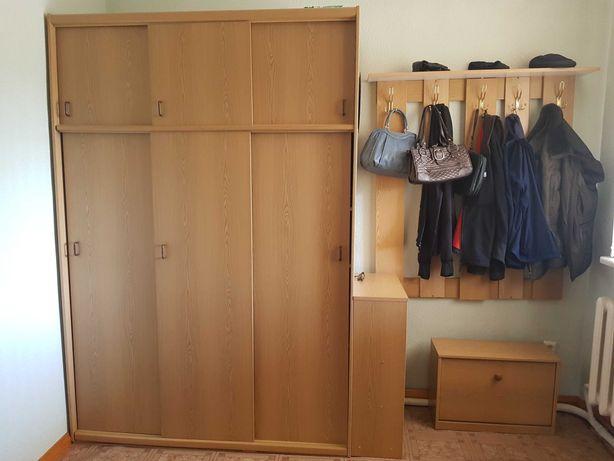 Шкаф раздвижной. как новый.