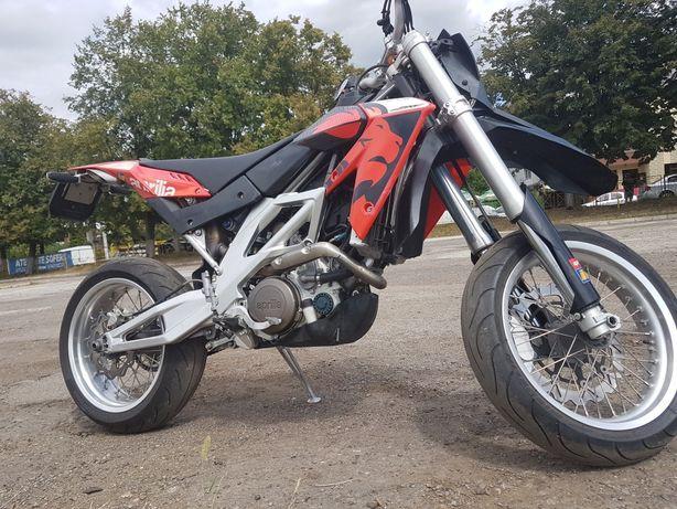 Aprilia sxv 550