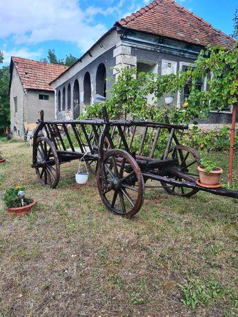 Vând car vechi pentru decorați