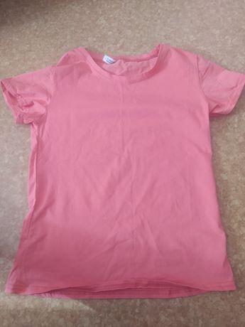 Розовая женская футболка