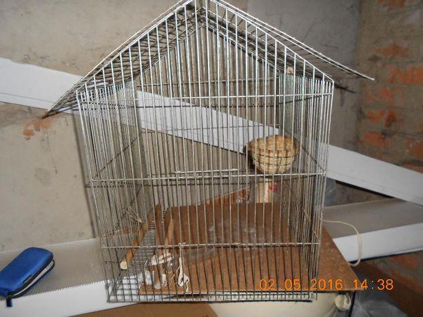 Клетка металлическая для птиц.