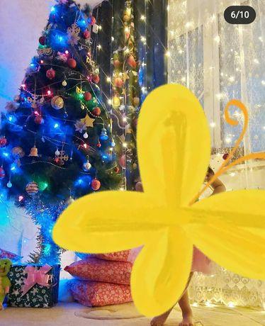Срочно продам елку и шторы  новогодние в подарок игрушки ёлочные .