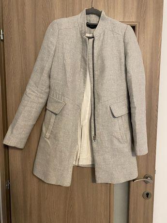 Zara palton subire