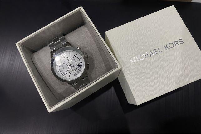 Часы MK Bradshaw