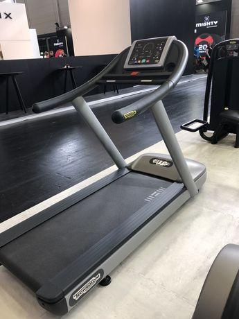 Depozit aparate fitness technogym