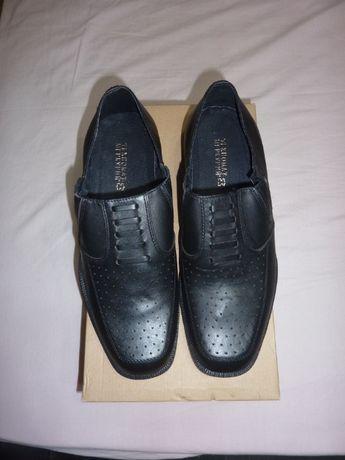 Български, мъжки, черни, летни обувки с ластик номер 42-чисто нови