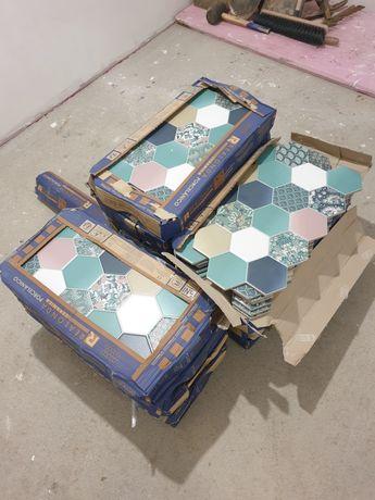 Vand 3 cutii de faianță hexagonala
