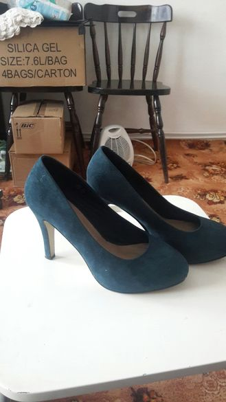 Дамски запазени обувки