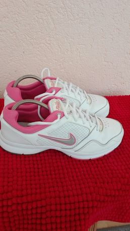 Adidași Nike nr 39 piele damă
