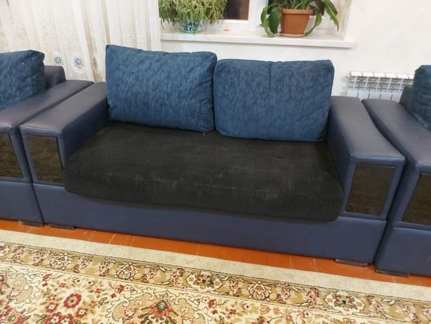 В хорошом состояний мягкая мебель