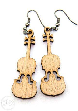 cercei din lemn in forma de vioara