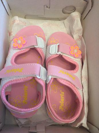 Детски сандали чисто нови