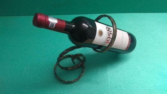 Vand suport simplu din fier forjat pentru sticla vin