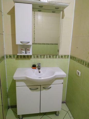Раковина, шкаф для ванной