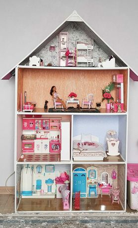 Домик для кукол Барби.